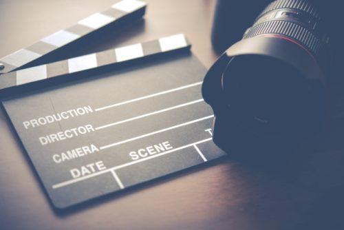 映画を撮るためのカチンコ