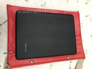 サコッシュの上にいPad Proを置いているが余裕がある